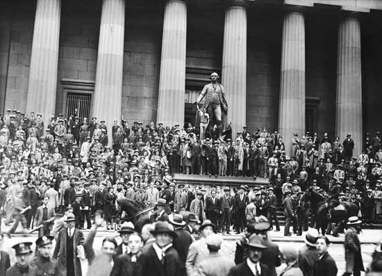 the crash of the stock market in united states In late october 1929 – just a few days before halloween – investors in new york  city began to panic stocks that they had bought at high prices began to drop.