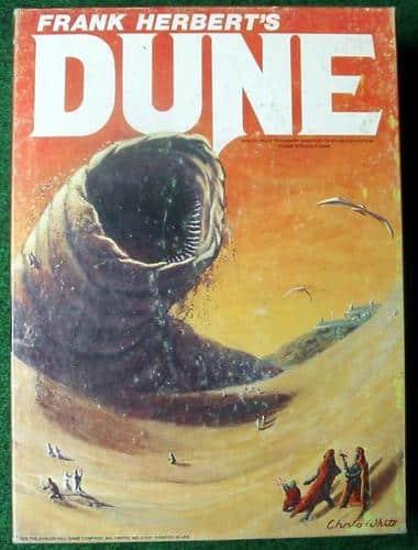 Duneböckerna skiljer sig från Stiftelseböckerna genom fler fantasyinslag, såsom sandormar