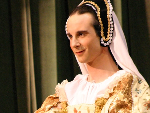 elizabethan women Elizabethan fun facts  female characters in plays were played by men--not women shakespeare became a popular playwright during the elizabethan era, but in fact.