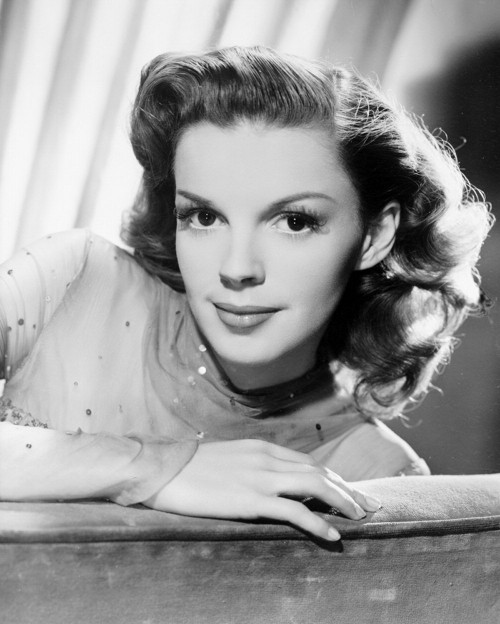 Judy Garland Judy Garland: Biography, Actress, Drug abuse