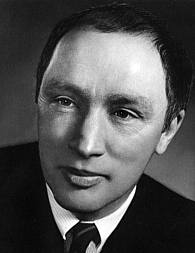 an essay on the federalism of pierre elliot trudeau and the french canadians Scholar, mentor to trudeau, argued in his essays on the constitution that   pierre elliott trudeau, federalism and the french canadians (toronto:  macmillan.